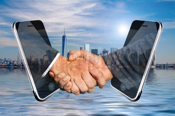 shaking-hands-3468243_640